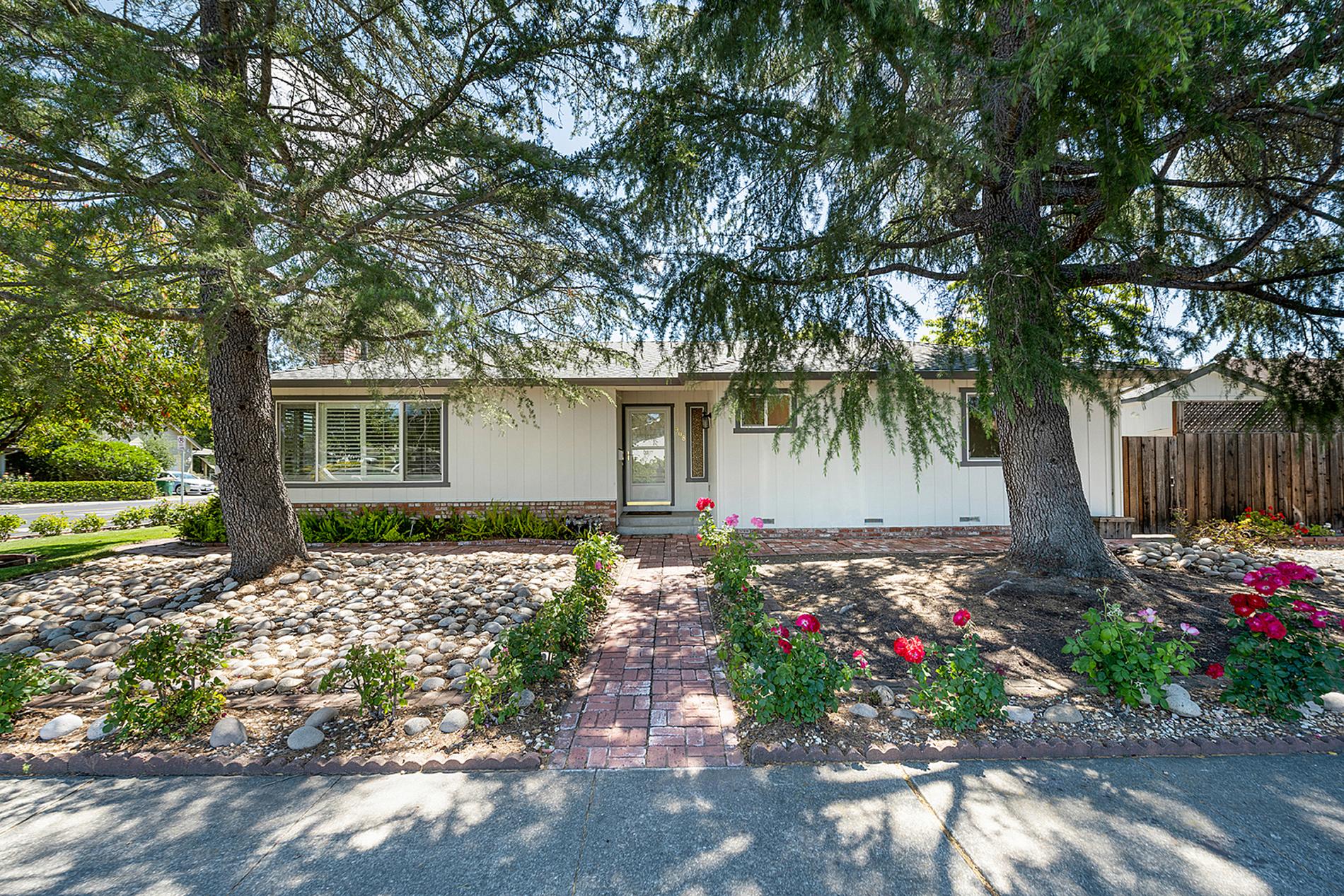 908 Manor Drive Sonoma Home